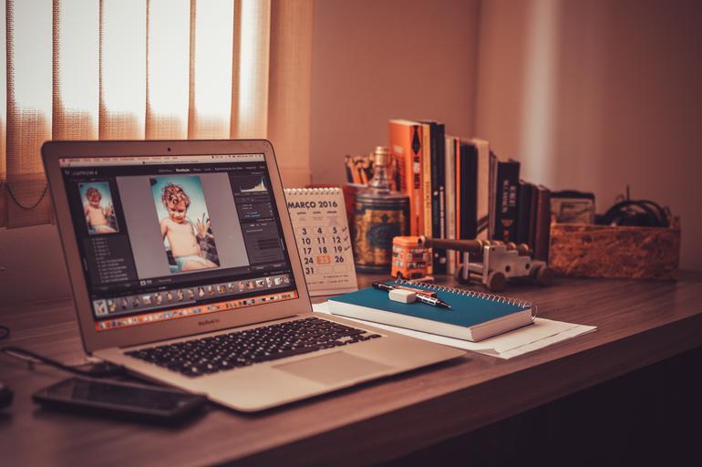 notebook na stole.jpg